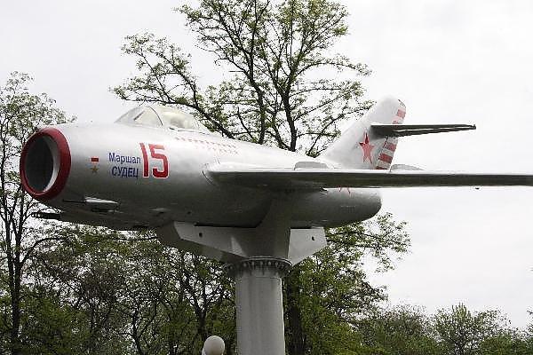 Памятник истребителю МиГ-15 в Запорожье