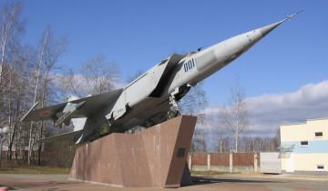 Памятник самолету МиГ-25