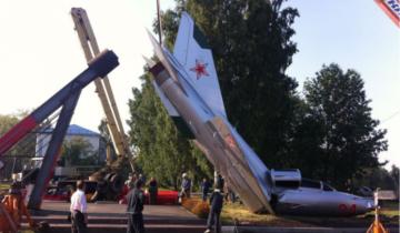 В Кемеровском аэропорту сломался пополам МиГ-21