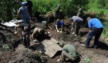 Раскопки на месте крушения бомбардировщика ДБ-3А