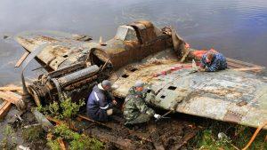 Штурмовик Ил-2 поднят со дна озера в Мурманской области