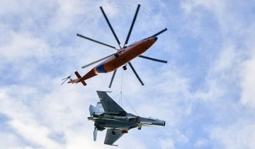 В Санкт-Петербурге лётчики ЗВО провели уникальную операцию по перевозке на внешней подвеске вертолёта Ми-26 истребителя Су-27