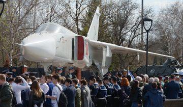 Бомбардировщик Су-24М установили в музее военной техники под Воронежем